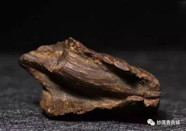 香文化:一缕沉香起,万虑随风去,沉香需要慢慢地品